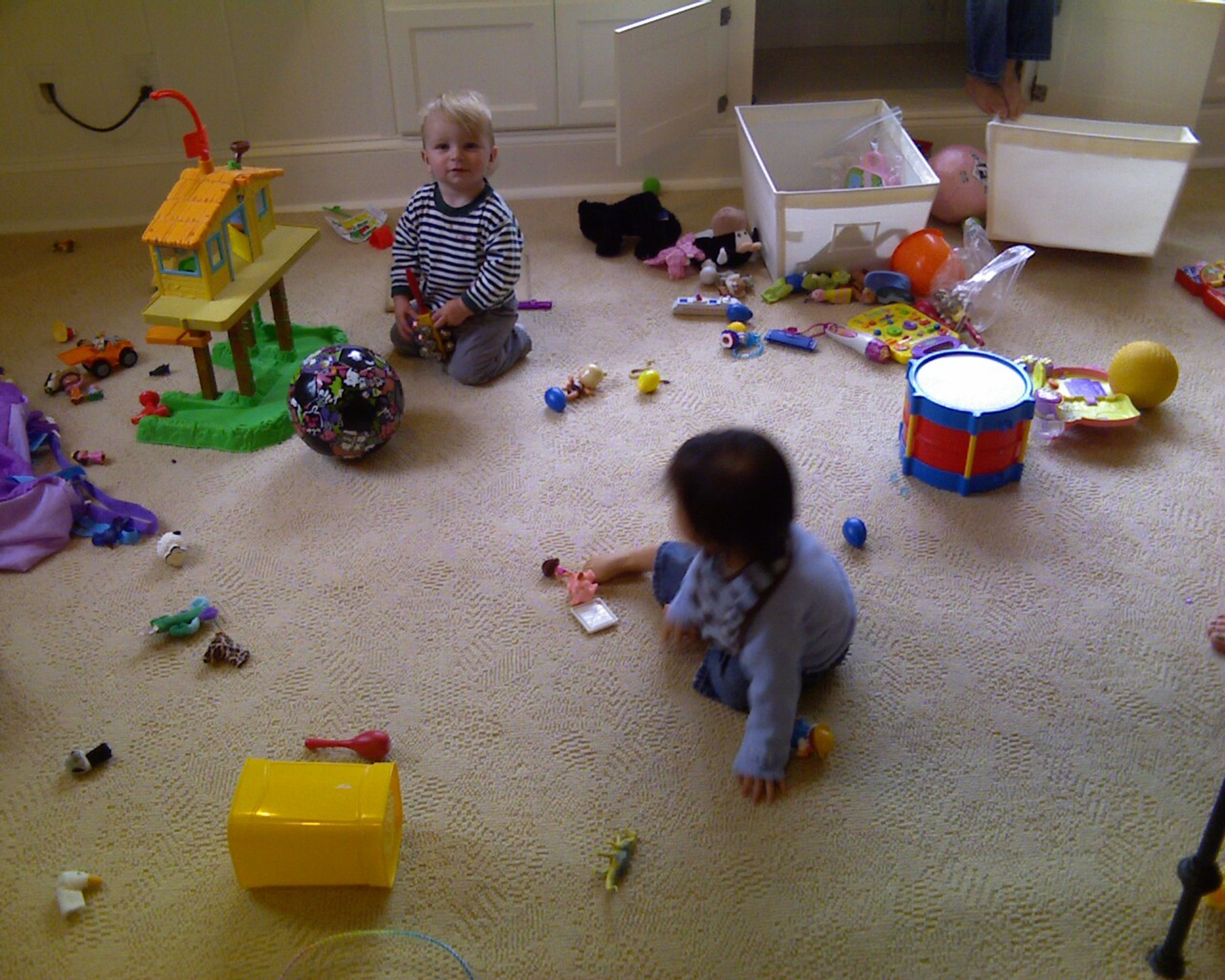 Jackson and Arianna playing